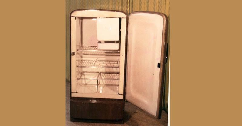 Охлаждение устройства обеспечивает поршневой, однофазный компрессор
